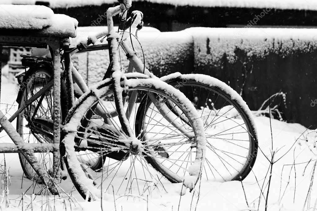 Bike under snow — Stock Photo #7643764