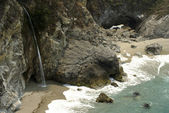 Big Sur Waterfall — Stock Photo