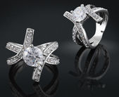 Ring with diamond — 图库照片