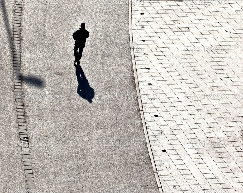 Walking at the street with long shadows — Stock Photo #6752184