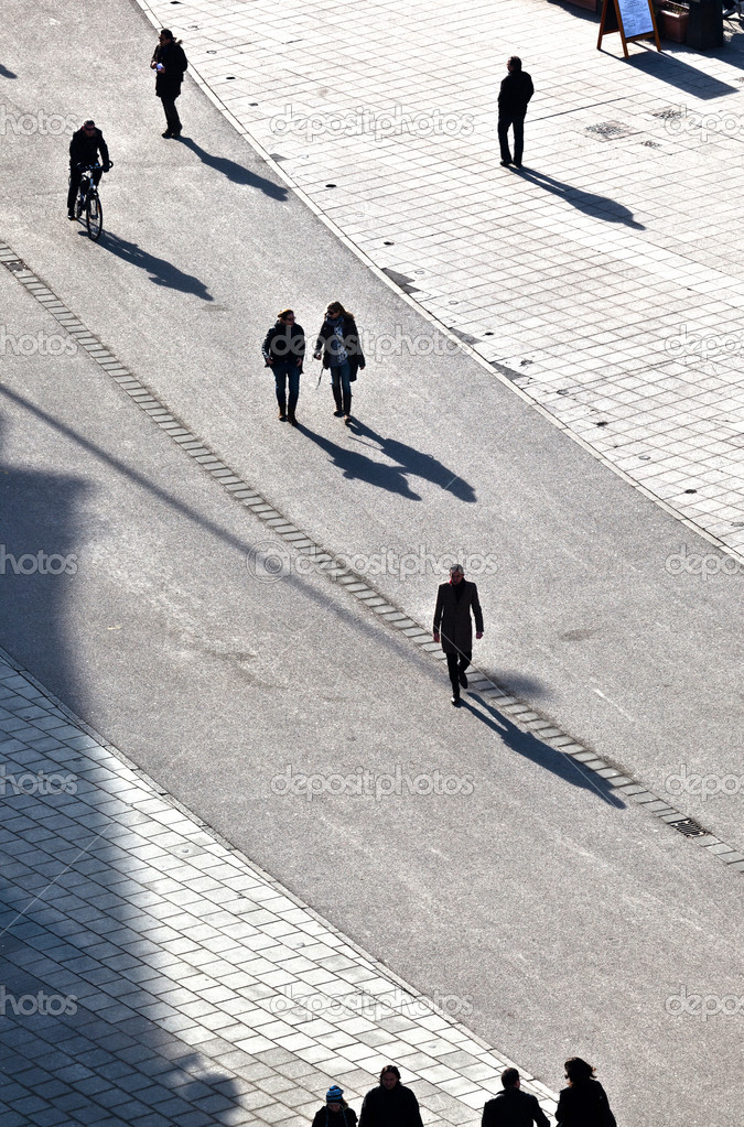 Walking at the street with long shadows — Stock Photo #6752424