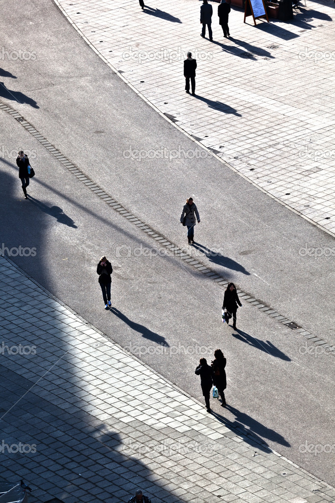 Walking at the street with long shadows — Stock Photo #6752492