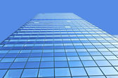 Glazen gevel van moderne wolkenkrabber — Stockfoto