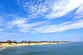 Beautiful beach with old cottages in Nags Head — Stock Photo