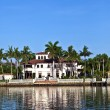 Beautiful houses in South Miami with ocean access — Stock Photo