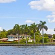 View to beautiful houses from the canal in Fort Lauderdale — Stock Photo #7195455