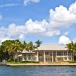 View to beautiful houses from the canal in Fort Lauderdale — Stock Photo #7195659