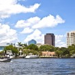 View to beautiful houses from the canal in Fort Lauderdale — Stock Photo #7196210