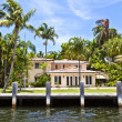 View to beautiful houses from the canal in Fort Lauderdale — Stock Photo #7196670