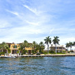 View to beautiful houses from the canal in Fort Lauderdale — Stock Photo #7196928