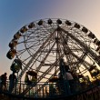 Enjoy the big wheel in the amusement park in Delhi in fro — Stok fotoğraf