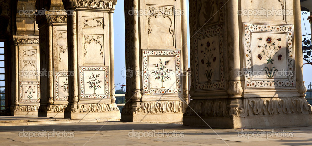 Inlaid marble, columns and arches, Hall of Private Audience or Diwan I Khas at the Lal Qila or Red Fort in Delhi, India — Stock Photo #7827207