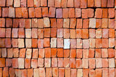 Red stapled bricks give a harmonic pattern in the sun — Stock Photo