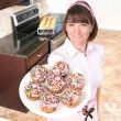 Homemaker holding plate of cupcakes — Stock Photo
