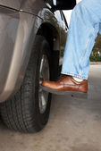 Kicking the tire — Stock Photo