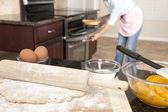 Woman baking a pie — Stock Photo