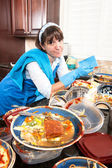 Homemaker washing dishes — Stock Photo