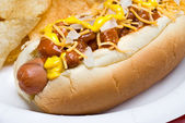 Chili dog and potato chips — Stock Photo