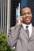 Cep telefonu siyah iş adamı — Stok fotoğraf