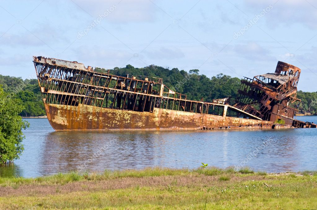 Wrecked freighter ship rots in the hot sun of Honduras — Stock Photo #7452113