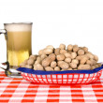 Basket of peanuts and mug of beer — Stock Photo #7637572