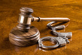 Gavel and handcuffs — Stock Photo