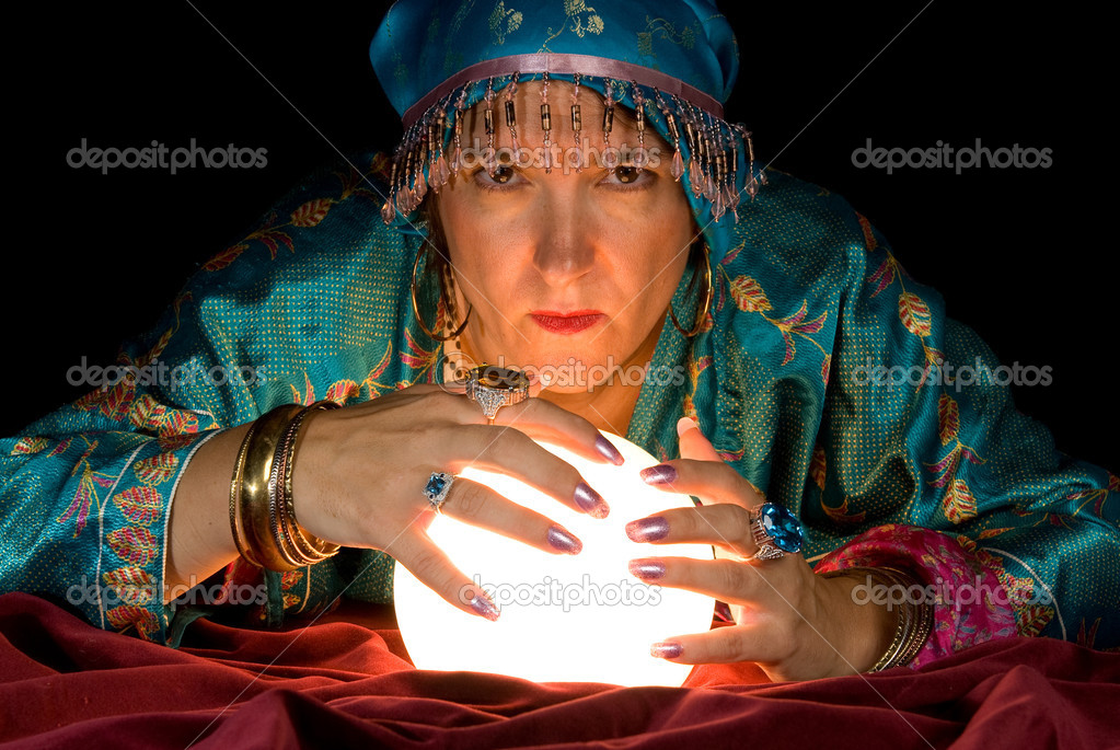 A gypsy fortune teller brings her crystal ball to life to read the future. — Stock Photo #7636862