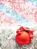 Vánoční koule na zesvětlit pozadí — Stock fotografie