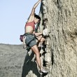 Rock climber clinging to a cliff. — Stockfoto