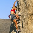 Rock climber clinging to a cliff. — Foto Stock