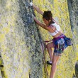 Female climber clinging to a cliff. — Foto Stock