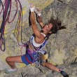 Female rock climber. — Foto de Stock