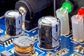 Portion d'alimentation alimentation le condensateur de filtrage et la bobine de la — Photo