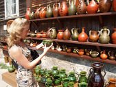 Poland. Sale of ceramic ware in Kazimezhe Submultiple. — Stock Photo