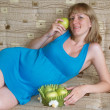 Stock Photo: Pregnant womholds green apple