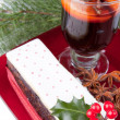 Christmas fruit cake with holy and mulled wine — Stock Photo