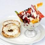 Fresh fruit yogurt with bagel — Stock Photo #7478891