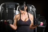Muscular asian woman working out with weights — Stock Photo