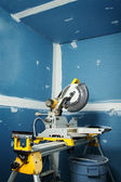Circular saw in room — Stockfoto