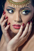 Beautiful indian woman with bridal makeup, closeup shot — Stock Photo