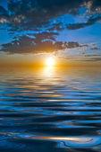Batan güneşin ışınları — Stok fotoğraf