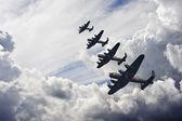 Dünya savaşı'ndan iki i̇ngiliz vintage uçuş formasyonu — Stok fotoğraf