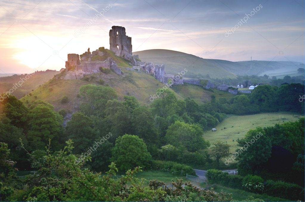 Beautiful dreamy fairytale castle ruins against romantic colorful sunrise — Stock Photo #7034398