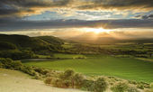 Stunning Summer sunset over countryside escarpment landscape — Stock Photo
