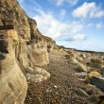 Beautiful coastal landscape looking along cliff face — Stock Photo #7091193