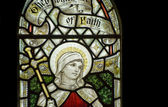 Beautiful stained glass window detail in 15th Century Saxon chur — Fotografia Stock