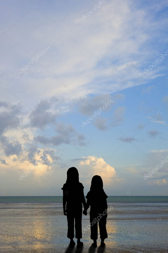 Silhouette of abandoned or vulnerable children on sunset beach concept — Stock Photo #7095018