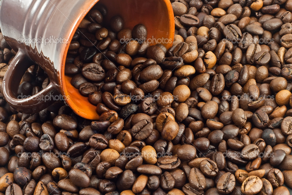 Coffee beans falling from a coffee cup  — Stock Photo #6844612