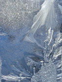 窗格-自然冬天背景上的冰霜模式 — 图库照片