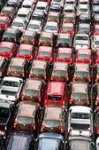 Muitos carros transportados para seu local de venda — Foto Stock